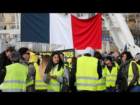 شاهد: نساء السترات الصفراء في باريس وجه جديد للحراك في فرنسا …  - نشر قبل 2 ساعة