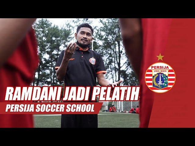 Ramdani Lestaluhu Ikut Jadi Pelatih di Persija Soccer School