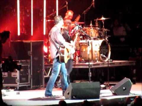 Blake Shelton - Honey Bee (Tour Prank) (Time Warner Cable Pavilion 9/25/11 NC) H2O II Tour 2011