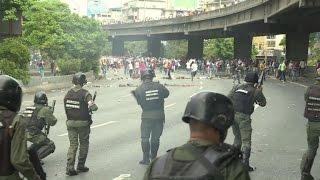 Video: Venezuela vive violenta jornada en protesta contra Maduro