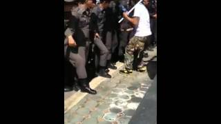 Repeat youtube video ล้วงไข่ตำรวจ