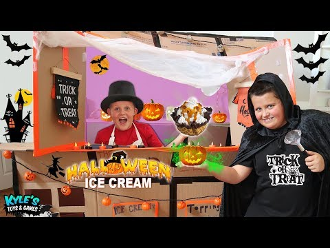 ICE CREAM SUNDAE BOX FORT FOR HALLOWEEN! Sour Candy + Chocolate + Cookies  Pretend Play For Children