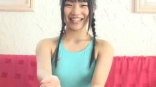 グラビアアイドルの菅谷美穂ちゃんが競泳水着で自己紹介♪ とっても可愛...