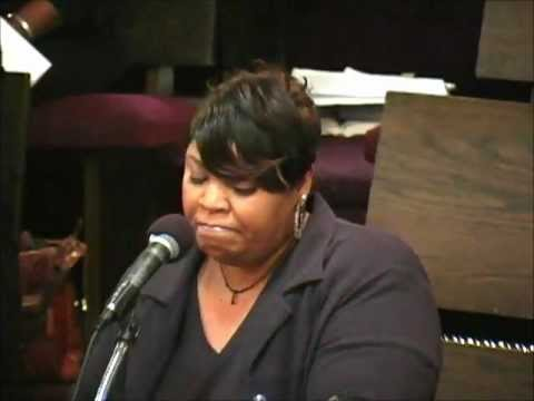 Carolyn Traylor - There's a Story Behind My Praise Lyrics