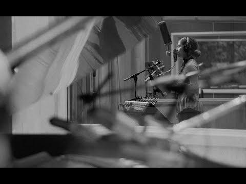 Смотреть клип Lauren Daigle - Winter Wonderland