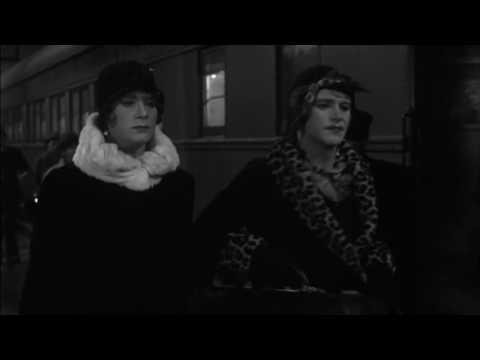 Some Like it Hot - Billy Wilder (1959) Train station - Marilyn Monroe - Memorias Del cine