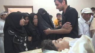 عمة الشهيد حسين الجزيري تودعه على المغتسل 16/2/2013