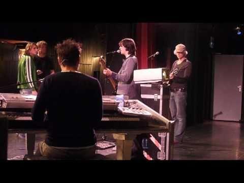 """De Coronas repetitie theater show """"Radio Corona"""""""