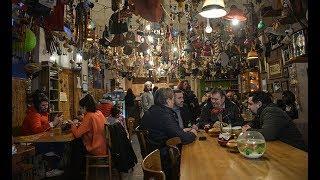 Sayıları her geçen gün artıyor... İstanbul'un ilk 'deliler' kahvehanesi