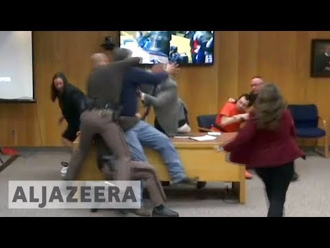 🇺🇸 Furious father tries to attack Larry Nassar in court