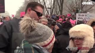 Feministas protegem covarde que socou mulher em manifestação.