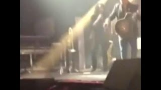 Alejandro Sanz interrumpe su concierto y detiene agresion a una mujer