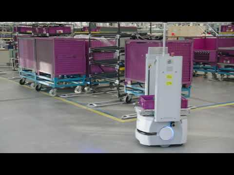 Innovative production logistics at automotive manufacturer with Mini Smart Transport Robot MiniSTR