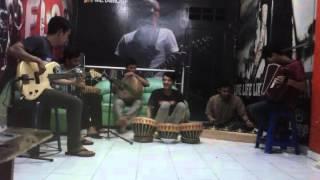 Komposisi musik tradisional-modern