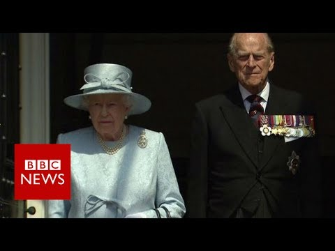 London Fire: A minute's silence is observed by The Queen- BBC News
