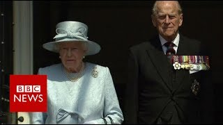 London Fire: A minute's silence is observed by The Queen- BBC News thumbnail