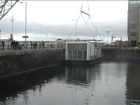 Floating Concepts houseboat arrives at Liverpool Marina