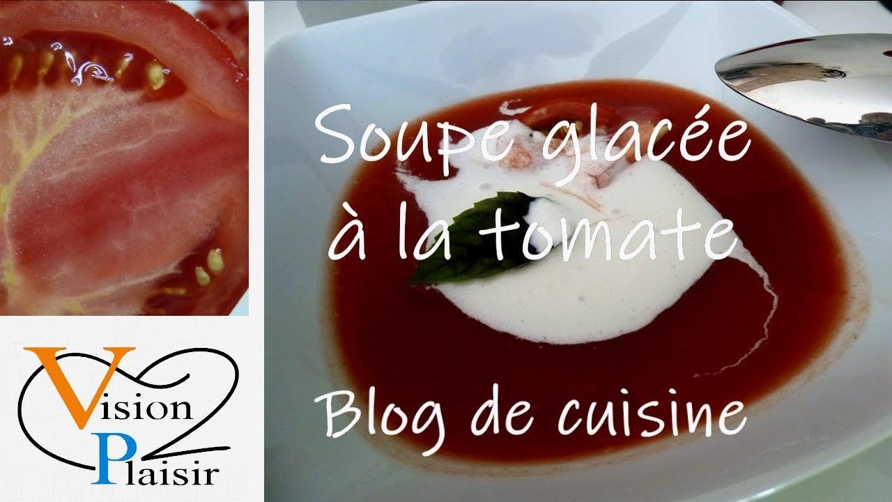 La réalisation de la soupe glacée à la tomate