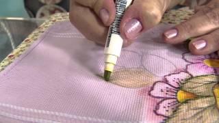 Aprenda a pintar uma toalha de rosto usando canetinhas