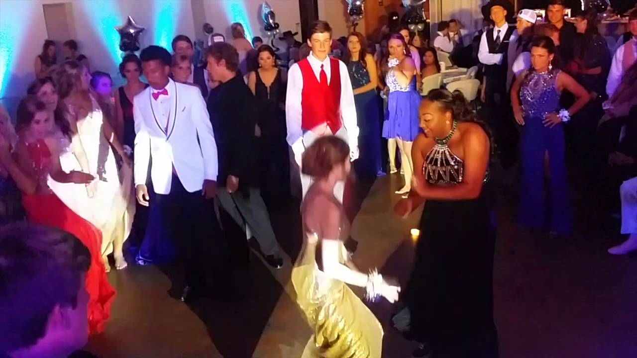 js prom 2015 reaction A grandma got the surprise of a lifetime when her granddaughter showed up wearing her old prom dress reaction to her teen granddaughter's prom 2015 by.