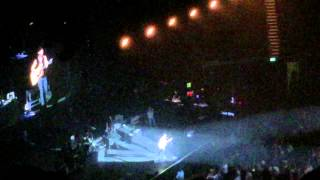 Kip Moore covers Don't Look Back In Anger @ London 08-MAR-2015