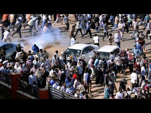 شاهد: الأمن السوداني يطلق الغاز المسيل للدموع على متظاهرين في بورسودان…  - 23:53-2019 / 1 / 3