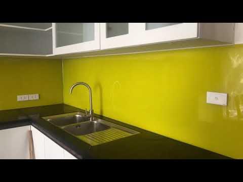 Kính ốp bếp - Kính Sơn ốp bếp màu vàng chanh   Đẹp sang trọng   Dũng Nhôm Kính