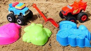 Wir spielen im Sand - Blaze und Gus graben Sandförmchen aus - Monster Machines Spielzeugautos