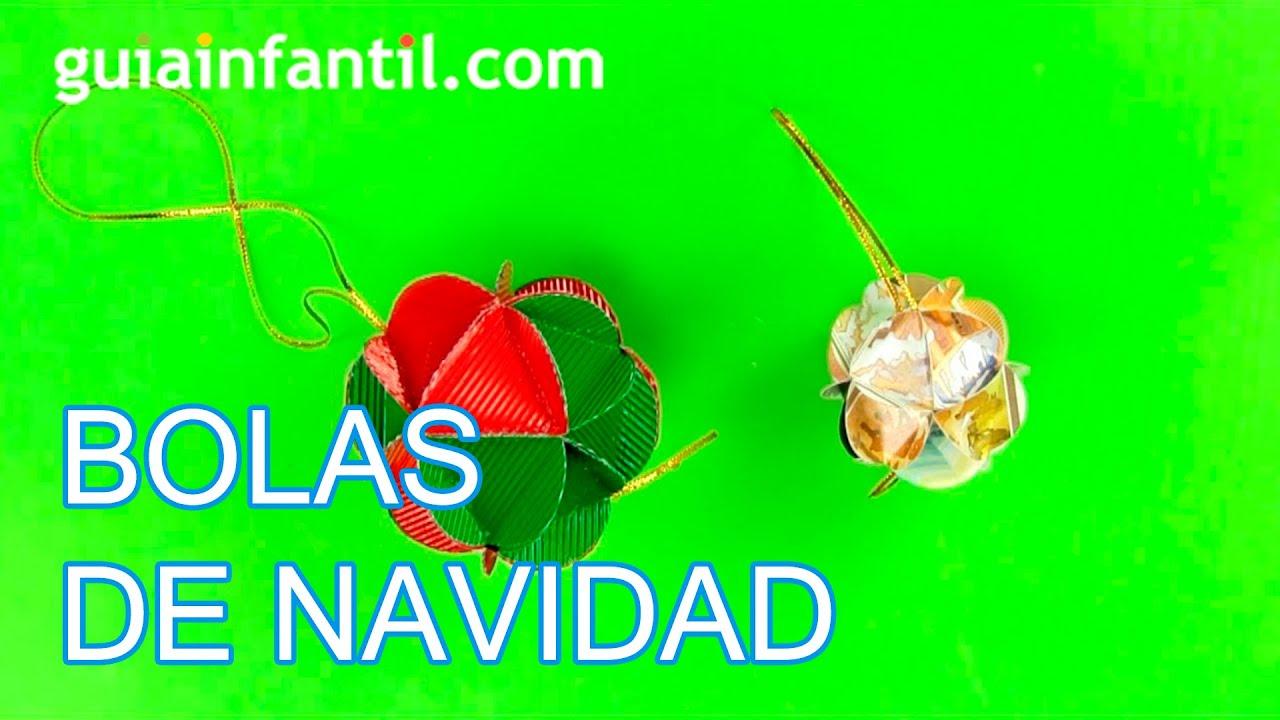 Bolas De Navidad Rojas Sobre Fondo Verde: Bolitas De Navidad. Guirnalda Con Bolitas De Papel Origami