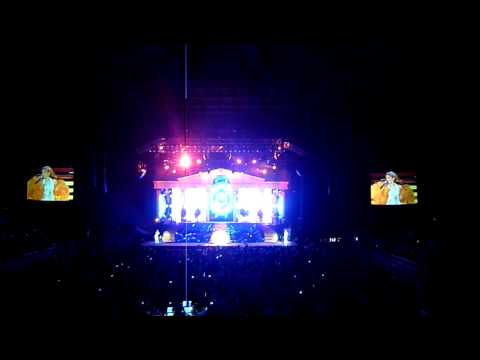 Kylie Minogue live in Singapore Indoor Stadium- Better The Devil You Know
