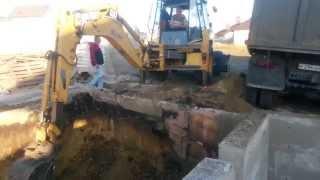 фундамент выкопка котлована цоколя строительство дома(http://ctroygrupp.ru/ Устройство фундамента. Выемка грунта котлована, с последующим вывозом. Устройство цокольного..., 2015-10-08T12:39:55.000Z)