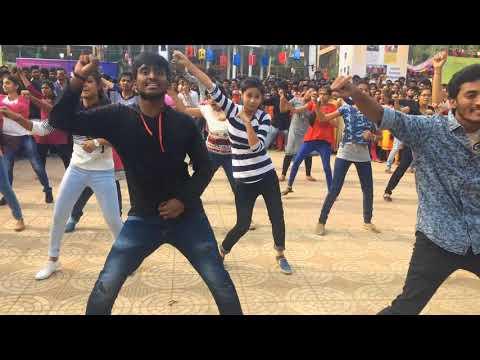 flash mob in vignan university mahostav 2k18 by dance club