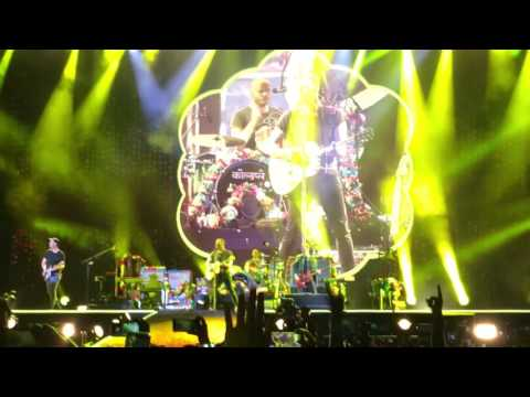 Coldplay - Yellow (Live in Abudhabi)