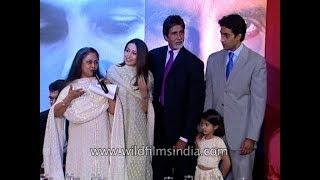 Cozy Bachchan family? Jaya, Amitabh, Abhishek and Karishma???