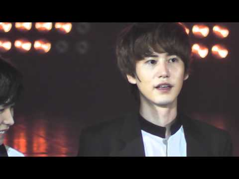 [11062011] SM TOWN LIVE in Paris - Super Junior - Intro + No Other (Kyuhyun Focus)
