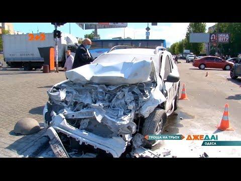В Одесі врятували водія машини охоронної служби, яка загорілась у наслідок ДТП