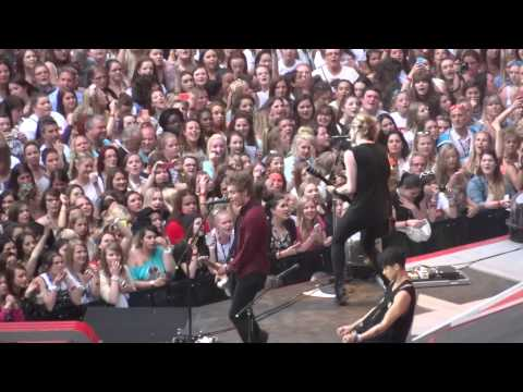 5 Seconds of Summer - Teenage Dream - 6-6-14 Wembley Stadium HD