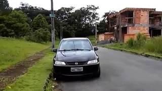 Estacionar rente ao meio fio (visão de fora do carro)