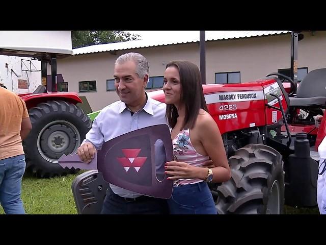 Governo do Estado entrega equipamentos agrícolas para produtores do MS