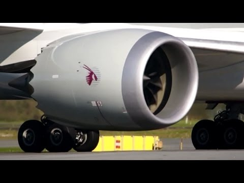 """Close Up!! Qatar / Boeing 787-8 """"Dreamliner"""" Takeoff in Full HD1080p! With ATC."""