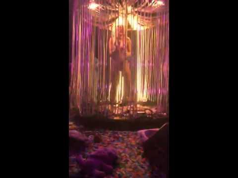 Fweaky - Miley Cyrus - Detroit, MI 11/21/15