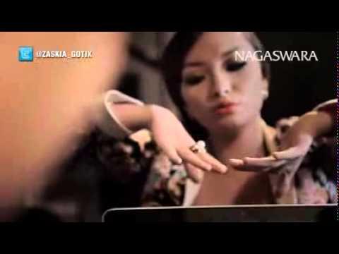 Zaskia Gotik   1000 Alasan Remix Version   Official Music Video HD   Nagaswara