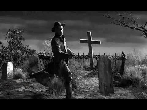 【老电影故事】男子孤身夜探墓地,离开时被拉住,第二天还没回来
