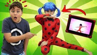 Maria Clara como Ladybug saltou do tablet e JP tenta ajudar ♥ as Ladybug jumped out of the tablet