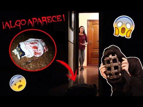 ALGUIEN ENTRA EN SU CASA *BROMA A LAURA* #Halloween | YQueDos thumbnail