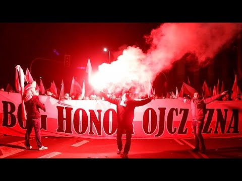 اليمين المتطرف يتصدر مسيرة احتفال بولندا بمئة عام على استقلال البلاد…