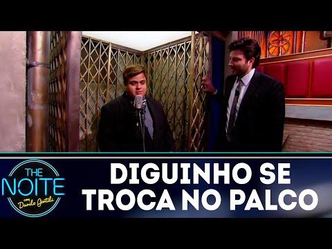 Monólogo: Diguinho troca de roupa no palco e Danilo não perdoa   The Noite (14/08/18)