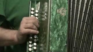 АЗЫ игры на гармошке - Деревенские мальчишки.MPG