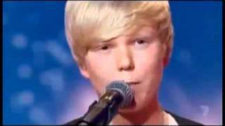 Garoto de 14 anos resolve cantar Whitney Houston em show de talentos ...
