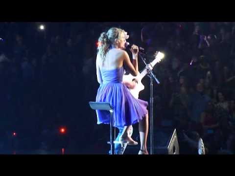 Taylor Swift & Jason Mraz - I'm Yours (Live at Staples Center on 8/24/11)